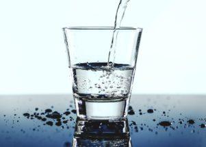 天然水は家庭でも飲食店でも使用する価値がある【実例あり】